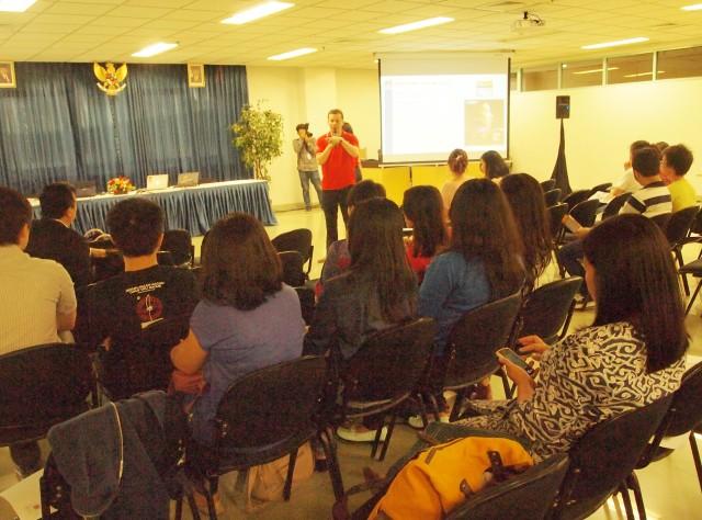 Presentasi Nippon Paint oleh Pak Ben